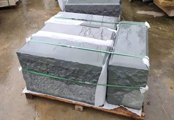 灰砂岩石凳